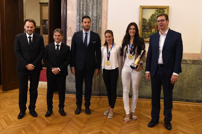 Vučić primio zlatne tekvondistkinje Milicu Mandić i Vanju Stanković, kao i Dragana Jovića